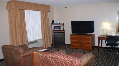 Holiday Inn Express Hotel & Suites Columbus Expo Center - This spacious suite is perfect for a romantic weekend