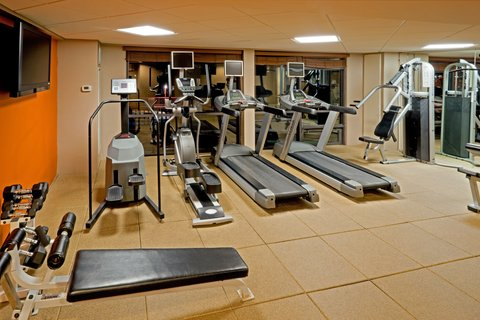Holiday Inn AUSTIN-TOWN LAKE - Stay on schedule with a workout in our fitness center