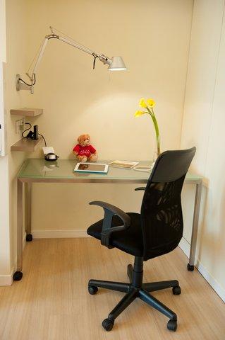 Citadines Ashley Hongkong - Working Station Of Studio Executive  Citadines Ashley Hong Kong
