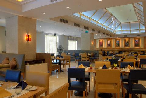 فندق هوليدي ان كريستال - Windows Restaurant