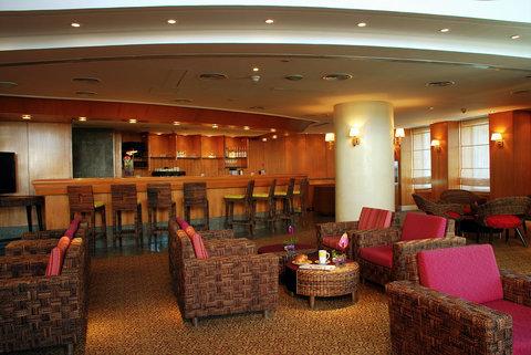 فندق هوليدي ان كريستال - Star Corner Caf