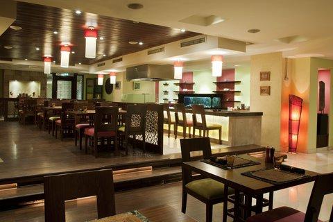 فندق هوليدي ان كريستال - Indira Indian Restaurant