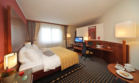 Holiday Inn BRNO - Spacious Business Suite with complimentary mini-bar soft drinks