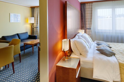 Holiday Inn BRNO - Executive Suite with king size bed and large bathroom