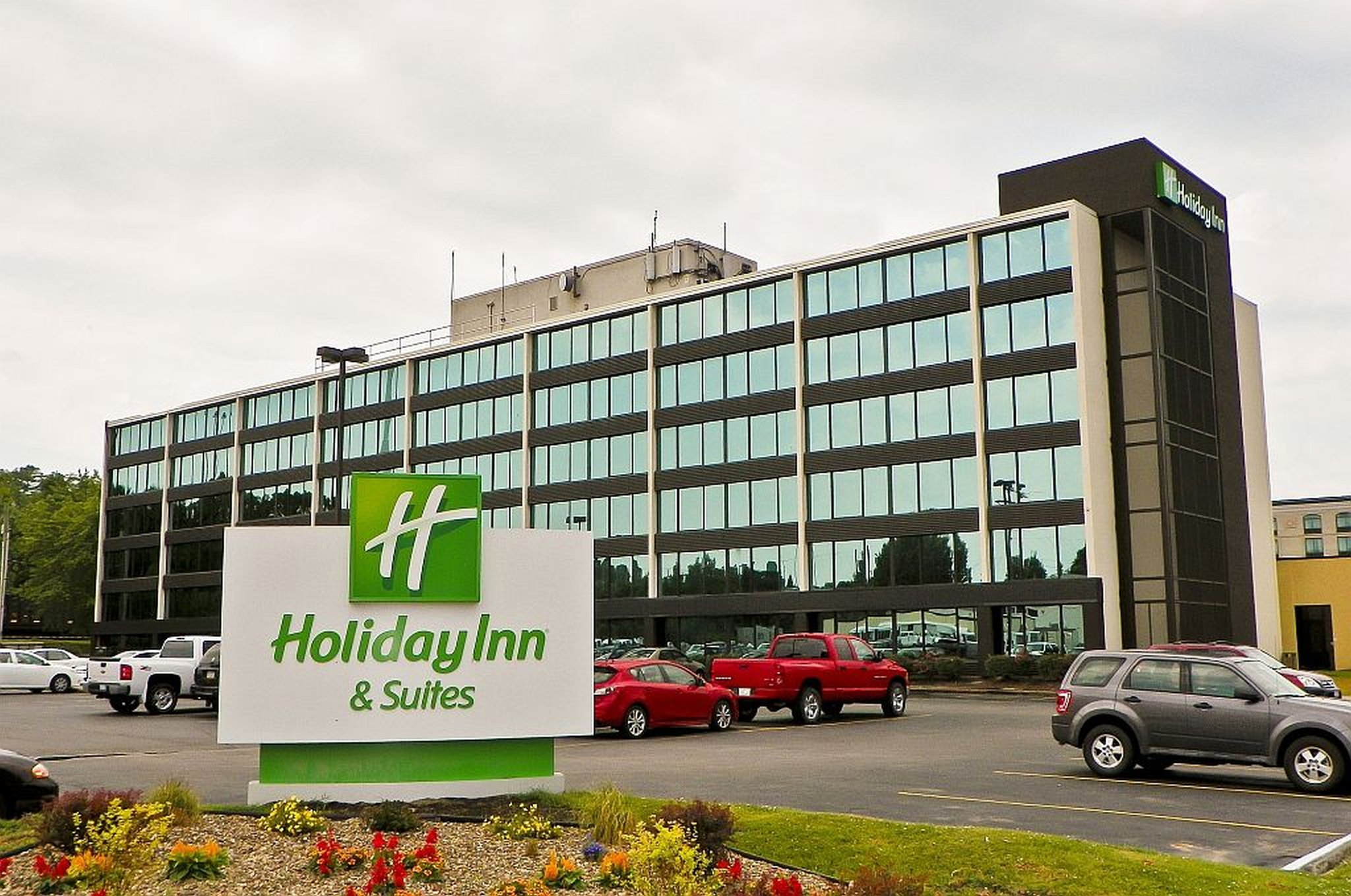 Holiday Inn Hotel & Suites Charleston W