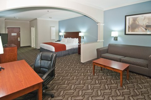 Holiday Inn Express Hotel & Suites Lake Charles - Suite