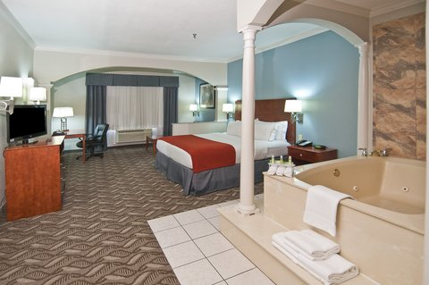 Holiday Inn Express Hotel & Suites Lake Charles - Jacuzzi Suite