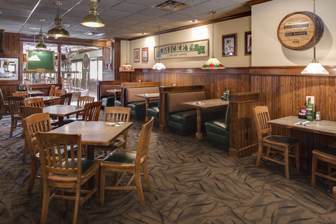 Holiday Inn Hotel & Suites DES MOINES-NORTHWEST - Bennigan s Restaurant