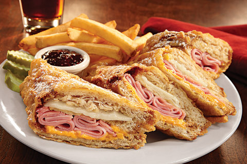 Holiday Inn Hotel & Suites DES MOINES-NORTHWEST - World Famous Monte Crisco