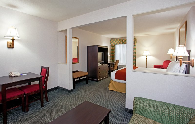 Holiday Inn Express & Suites ST. CLAIRSVILLE - Balsam Lake, WI