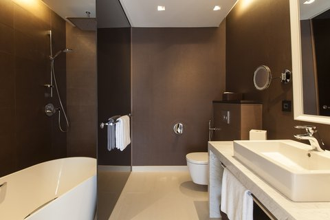 كراون بلازا جنيف - King Club Suite Bathroom