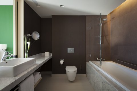 كراون بلازا جنيف - Guest Bathroom Deluxe and Club Room