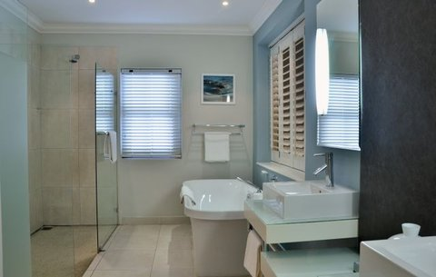 Shelley Point Hotel - Standard Room Bathroom
