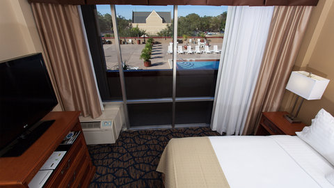 Holiday Inn GAINESVILLE-UNIVERSITY CTR - King Bed Guest Room