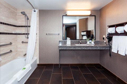 Holiday Inn Express & Suites CHEYENNE - Guest Bathroom