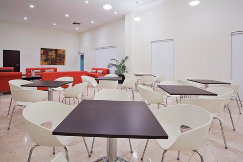 Holiday Inn Express CD. DEL CARMEN - Guest Dining Lounge