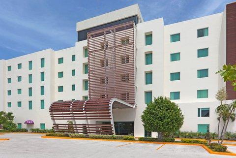 Holiday Inn Express CD. DEL CARMEN - Hotel Exterior
