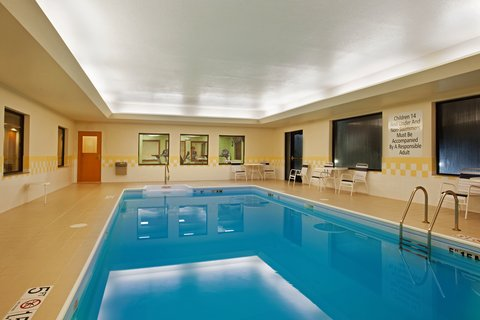 Holiday Inn Express & Suites GOSHEN - Swimming Pool