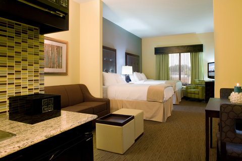 Holiday Inn Express Hotel & Suites Waycross - Guest Room