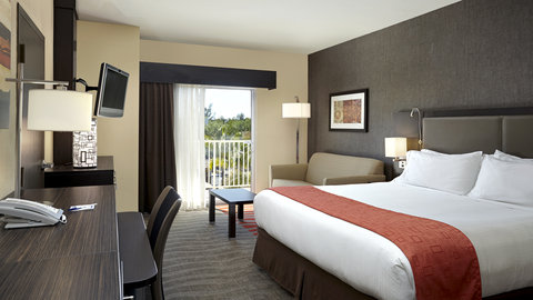 Fairfield Inn And Suites By Marriott Naples Hotel - King Bed Guest Room with pool view and pull out sofa