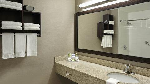 Fairfield Inn And Suites By Marriott Naples Hotel - Guest Bathroom