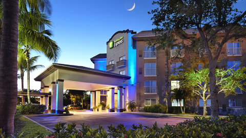 Fairfield Inn And Suites By Marriott Naples Hotel - Downtown 5th Avenue South