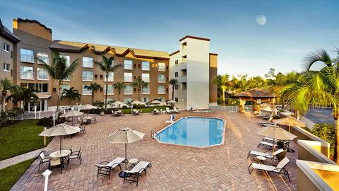 Fairfield Inn And Suites By Marriott Naples Hotel - Outdoor Swimming Pool and hot tub