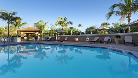Fairfield Inn And Suites By Marriott Naples Hotel - Sparkling outdoor heated pool and hot tub
