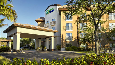 Fairfield Inn And Suites By Marriott Naples Hotel - Centrally located downtown Naples 1 mile to gulf beaches