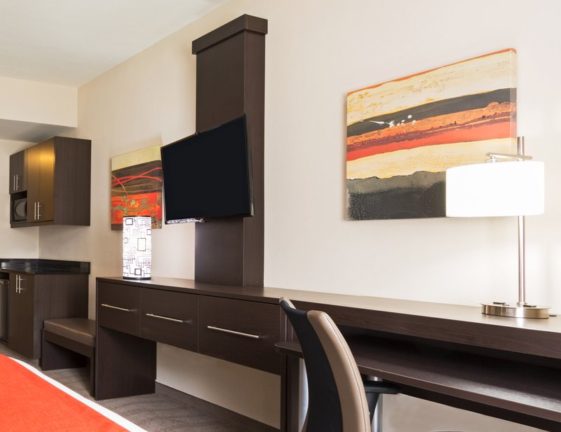 Holiday Inn Express & Suites NAPLES DOWNTOWN - 5TH AVENUE - Goodland, FL