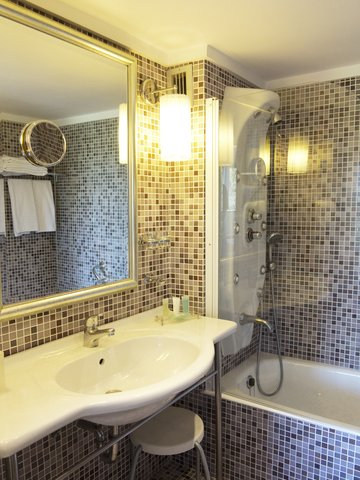 St George Lycabettus Hotel - Bathroom