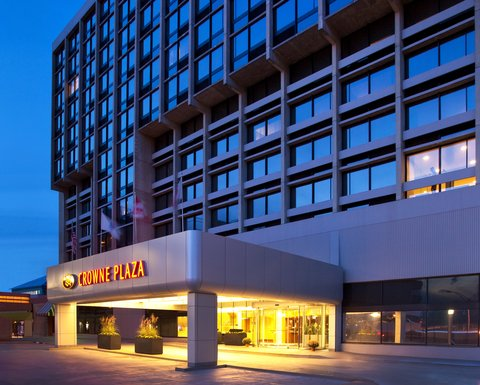 Crowne Plaza BOSTON - NEWTON - Hotel Exterior