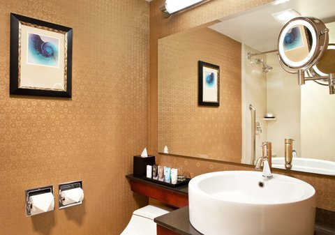 Crowne Plaza BOSTON - NEWTON - Guest room bath