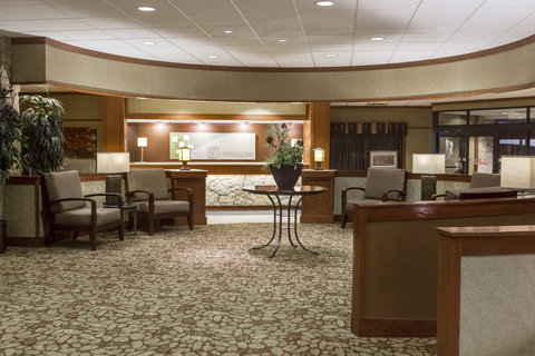 Holiday Inn Hotel & Suites DES MOINES-NORTHWEST - Hotel Lobby