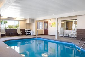 Pool - Econo Lodge Custer
