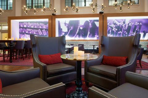 Hotel Indigo NASHVILLE - The District Bar   Kitchen seating
