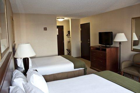Holiday Inn Express & Suites GARDEN CITY - Queen Bed Guest Room