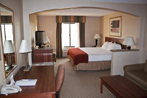 Holiday Inn Express & Suites GARDEN CITY - King Excutive Suite