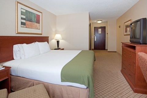 Holiday Inn Express & Suites GARDEN CITY - King Bed Guest Room