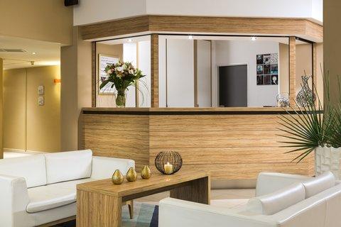 卡諾戛納馨樂庭酒店 - Reception of Citadines City Croisette Cannes