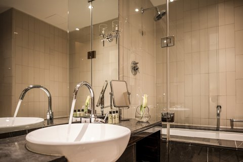 InterContinental RESIDENCE SUITES DUBAI F.C. - Guest Bathroom