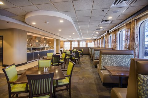 Holiday Inn ATHENS-UNIVERSITY AREA - Redfearn Grille welcomes both hotel guests and local patrons
