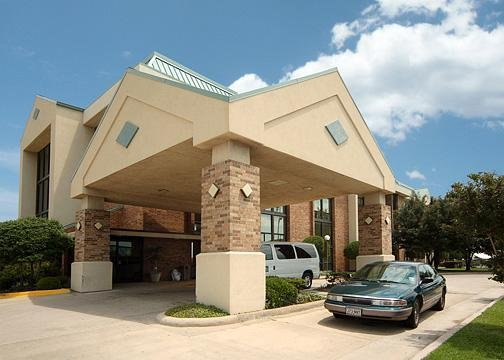 Quality Inn & Suites - Dallas, TX