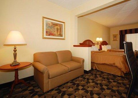 Comfort Suites at Harbison - Suite w queen bed sitting area