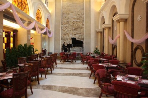 Victoria International Hotel Luxury レストラン