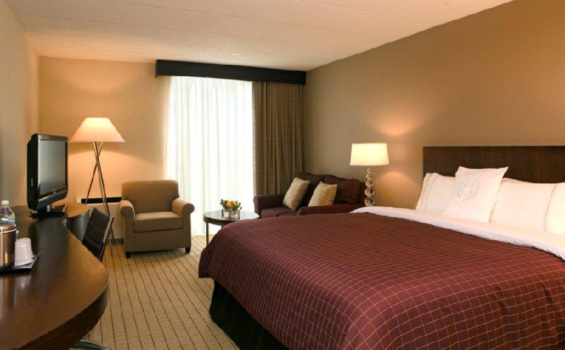 Sheraton Milwaukee Brookfield Hotel - Brookfield, WI