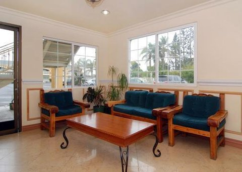 Econo Lodge Inn & Suites - CADLobby