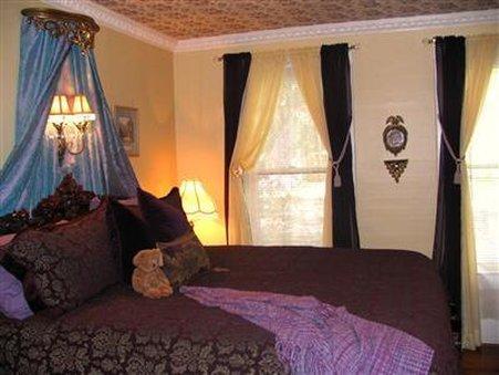 Larelle House B & B INC - St. Petersburg, FL
