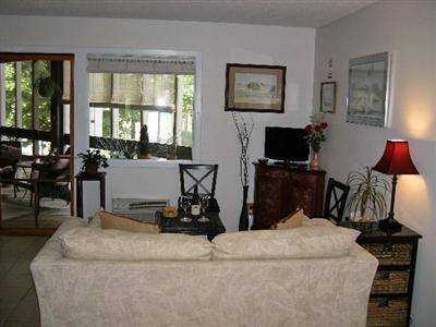 Broad Creek Guest Quarters Resort - Interior -OpenTravel Alliance - Lobby View-