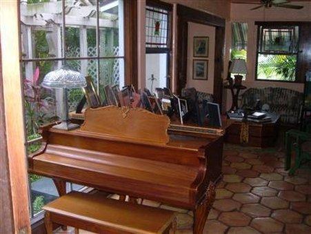 Hibiscus House Bed & Breakfast - West Palm Beach, FL